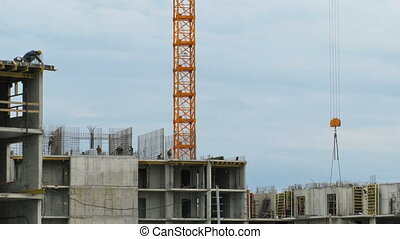 Timelapse: Builders erecting monolithic structure