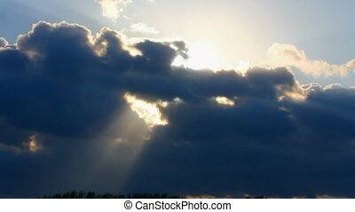 timelapse, com, sol, atrás de, nuvens