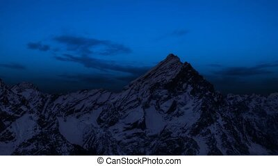 Timelapse in the mountains ? passing from day to night
