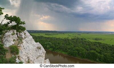 timelapse, landschaftsbild, mit, fluß, und, regen, auf,...
