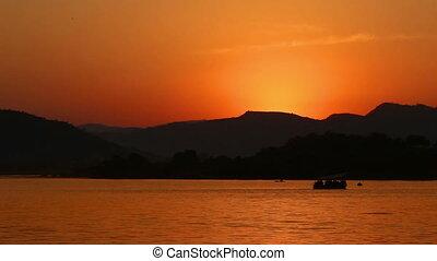 timelapse sunset on lake - Udaipur India