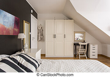 Timeless black and white bedroom idea