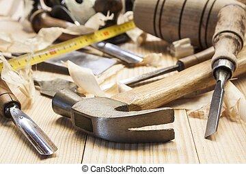timmerman, gereedschap, in, pijnboom hout, tafel