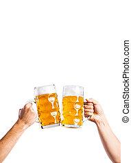 tintement, bière, hommes, deux, grandes tasses, projectile studio, unrecognizable