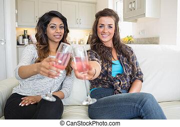 tintement, champagne, filles, deux, lunettes