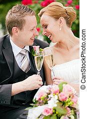tintinear, pareja, champaña, boda, anteojos