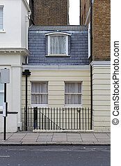 Tiny house - Narrow and small Victorian house in London