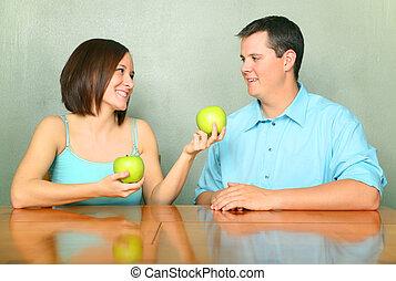 tipo, mela, offerta, giovane, verde, amica, maschio, caucasico