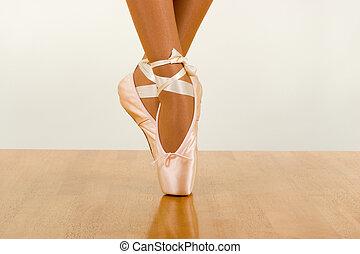 Tiptoe - Ballerina Dancing Using Pointers (Ballet footwear)