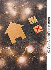 tique, carton, maison, croix, miniature, vert, choisir, propriété, options, mieux