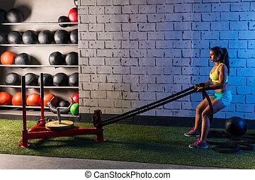 tirón, mujer, entrenamiento, trineo, soga, tirar, pesas