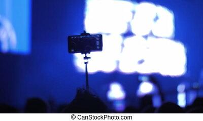 tir, concert, cellphone