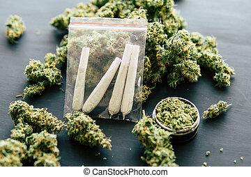 tiro, conjunto, rolado, macro, marijuana, erva daninha, cannabis, jamb, mãos, moa, homem