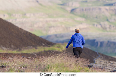 tiro, de, un, mujer joven, excursionismo, en, islandia