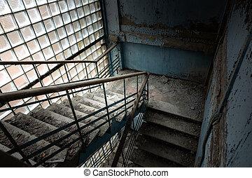tiro del ángulo, abandonado, escalera