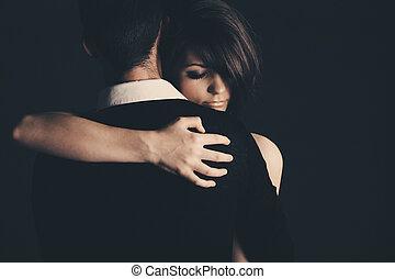 tiro, pareja, joven, llave baja, se abrazar