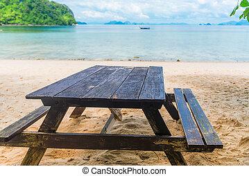 tisch, und, bänke, auf, a, sandiger strand, auf, der, hintergrund, von, der, meer