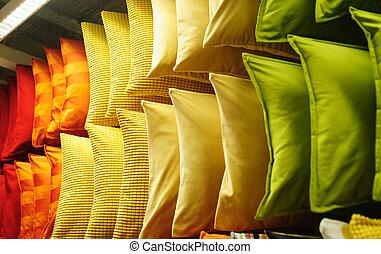 tissu, coloré, étagères, coussins, moderne, confortable, magasin