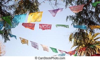 tissu, coloré, bannière, perforé, papier, coloré, fête, mexicain, amérique, authentique, hispanique, vacances, drapeaux, décoration, carnival., picado, ou, folklorique, garland., papel, découpé, coloré, latin, multi, festival