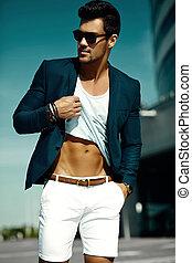 tissu, homme affaires, muscles, projection, beau, mode, jeune, muscled, homme, portrait, sexy, modèle, lunettes soleil, abdominal, désinvolte, sien, rue, complet