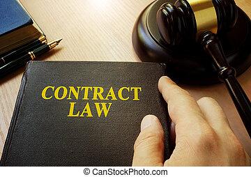 titel, contracteren, wet, op, een, boek, en, gavel.
