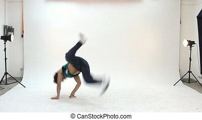 tizenéves, akció, breakdance, tánc
