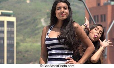 tizenéves lány, buta, photobomb