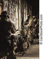 tjäna som soldat, in, kamouflage, militär uniformera
