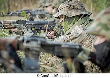 tjäna som soldat, lägga på grund