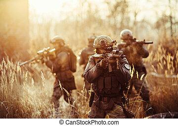 tjäna som soldat, med, vapen, på, den, fält