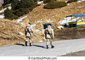 tjäna som soldat, på, a, alpin väg