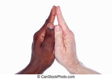 to hænder, i, forskellige, racerne, sammen, form, den, facon, i, en, kirke, hos, en, steeple, (as, ind, den, childs, hånd, game), symbolsk, by, enhed, og, harmoni, indenfor, den, kirke