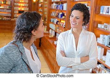 to kvinder, ind, apotek