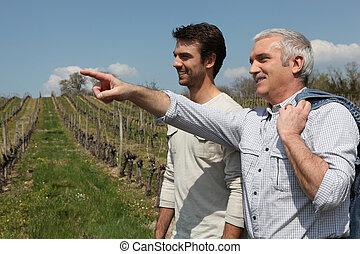 to mænd, på, vin, rejsen