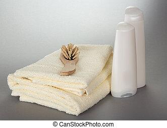 toalhas, hairbrush, e, garrafas, com, cosméticos