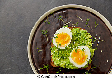 toast bread with mashed avocado and eggs