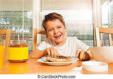 toast, garçon, sien, enduisage, chocolat, heureux