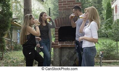 toast, gril, extérieur, jardin, millennials, bière, amusement, fête, amis, avoir, élevant lunettes