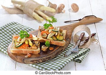 Toast with asparagus