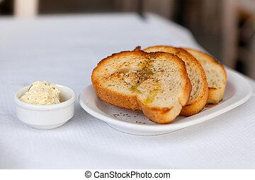 Toasted garlic bread