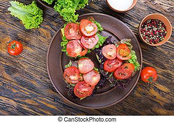 toasts with fresh tomato