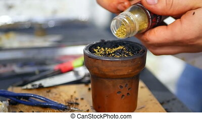 Tobacco smoking hookah - Preparation of a mixture of tobacco