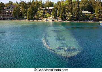 tobermory boat under water - tobermory boat under the water