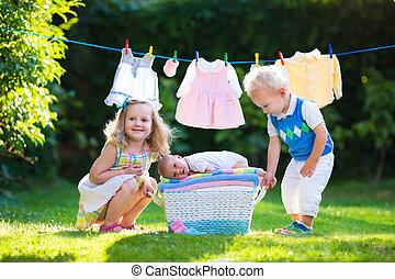 tocando, bebê recém-nascido, irmão, crianças