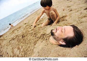 tocando, com, areia, e, cavando, a, pai, em