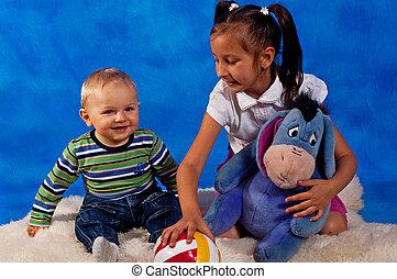 tocando, crianças, brinquedos