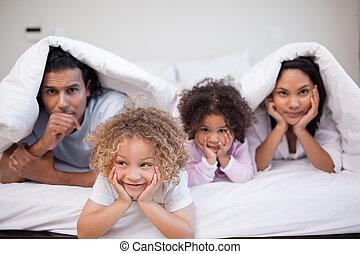 tocando, família, quarto