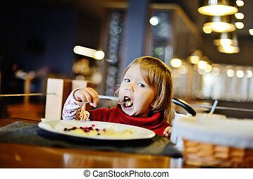 toddler in restaurant