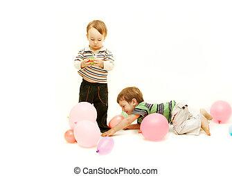 toddlers, sobre, branca, tocando, dois
