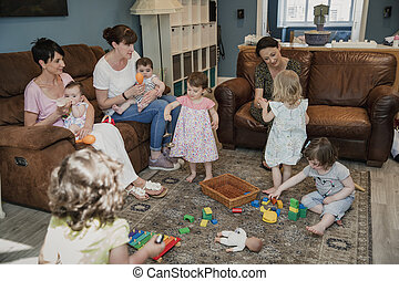 toddlers, tocando, brinquedos